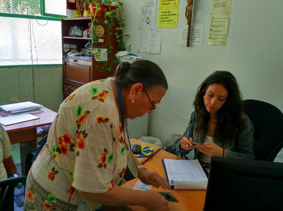 Voluntarias trabajando en Acomar