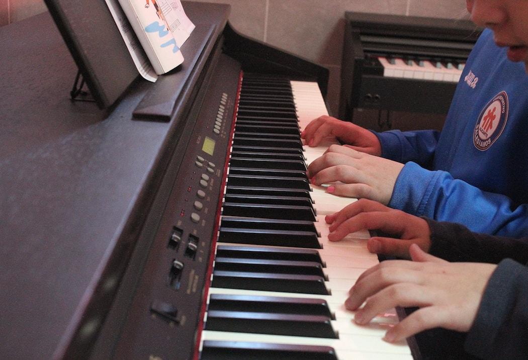 Alumnos en la Escuela de Música