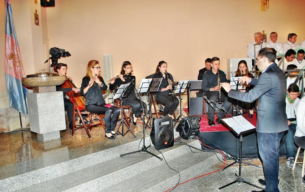 Alumnos/as en la Parroquia María Auxiliadora