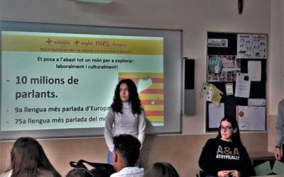 Xarrades sobre estudiar en la UA valencià y en valencià