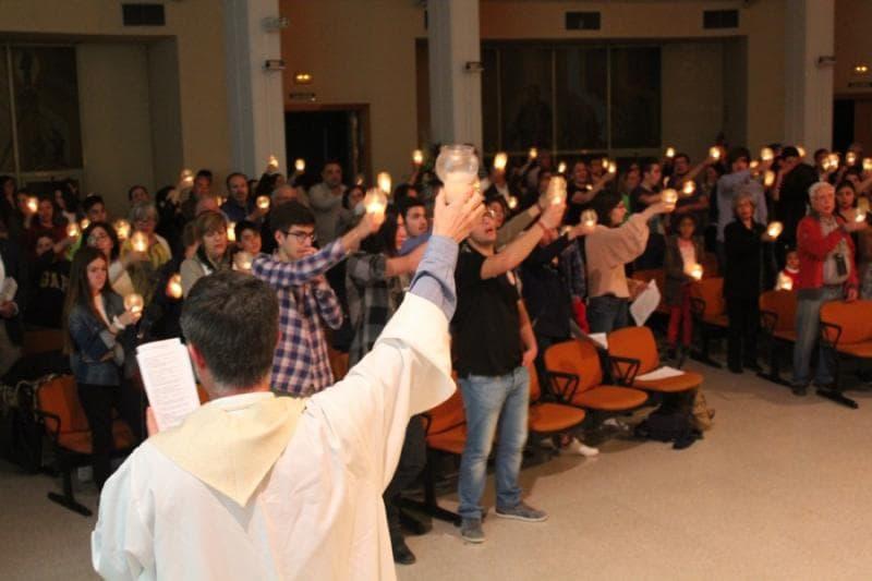 Se celebra la Vigilia Pascual en el Templo Don Bosco