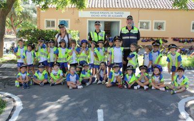 Visita de los niños de 5 años al Parque de tráfico