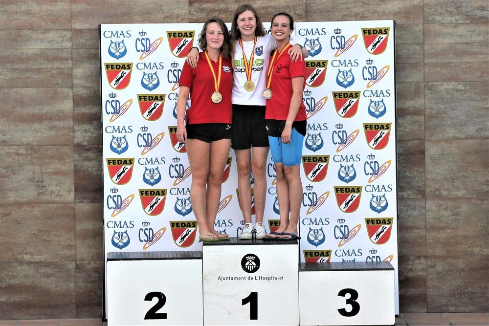 Julia León, de 1º de bachillerato del colegio,  es nadadora y compite a un alto nivel en su categoría