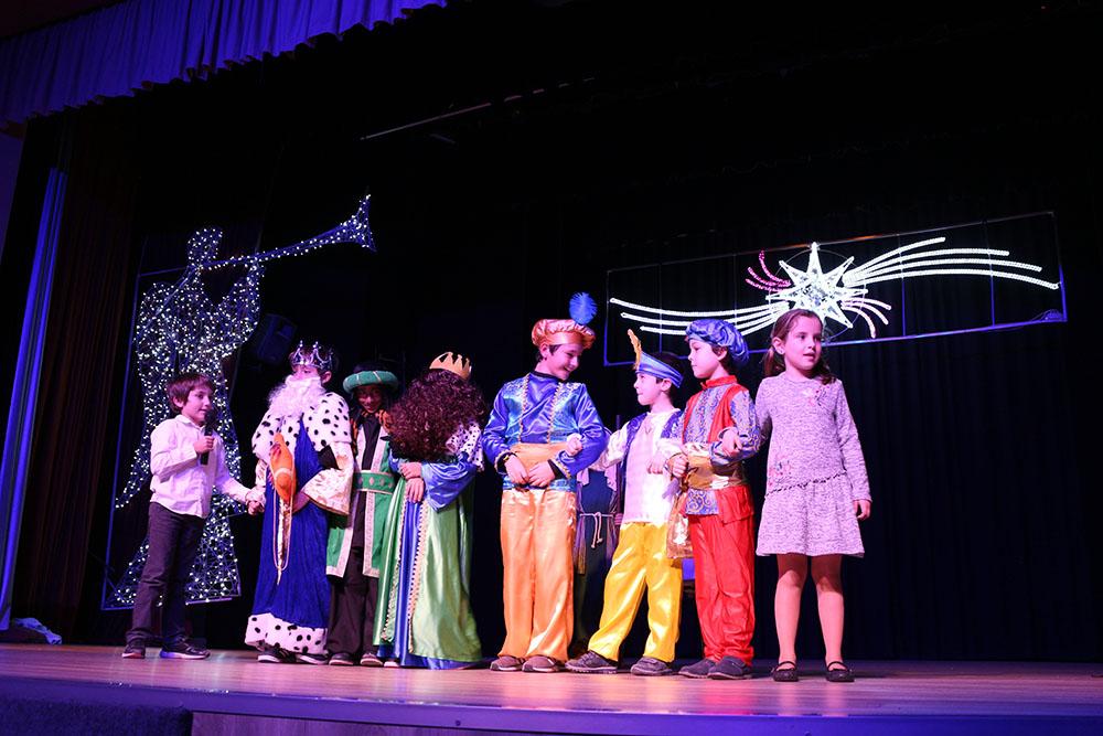 Los niños y niñas de Primaria, de 1º a 4º curso, están presentando sus villancicos