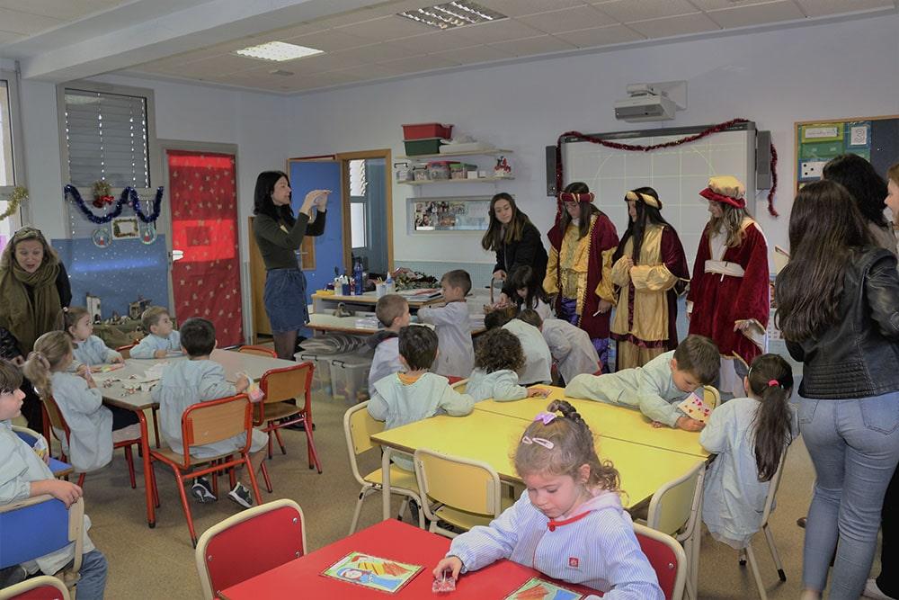 Los pajes de los Reyes Magos visitan el colegio