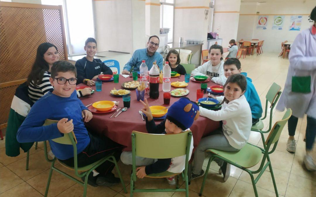 Mesa-restaurante en el comedor escolar | Salesianos Alicante